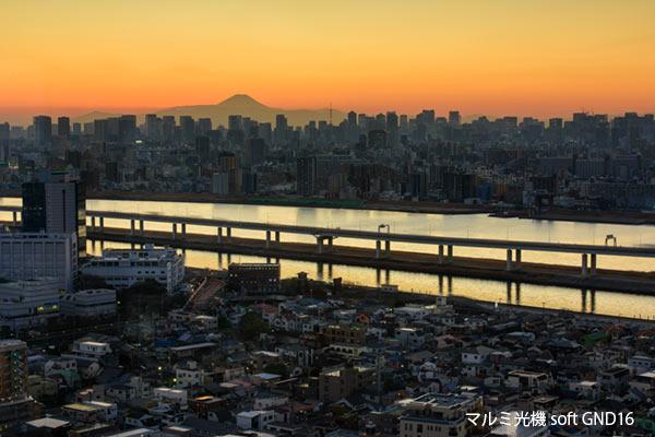 ソフトGND16で撮影した東京の夜景と富士山